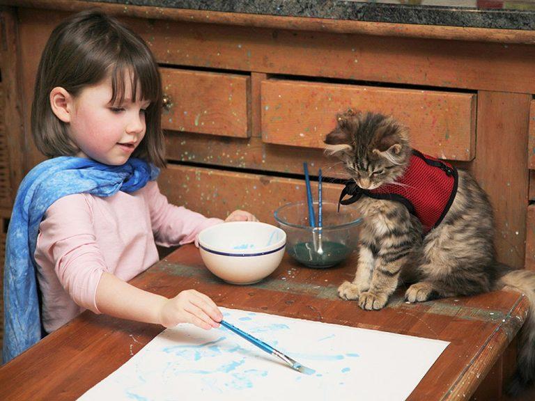Iris è autistica ma con un grande talento: la pittura!
