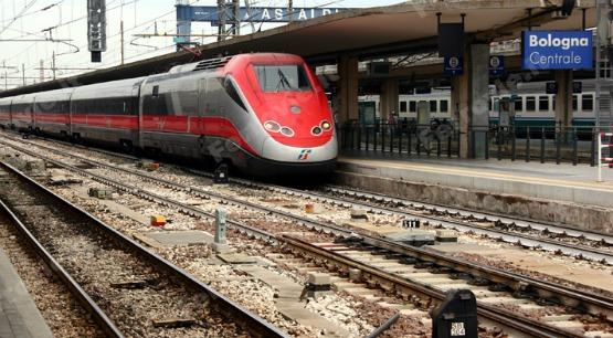 Bologna, incendio doloso alla stazione centrale