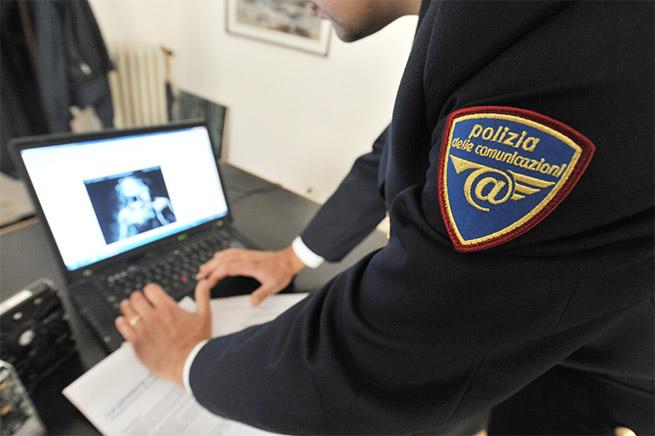 Reggio Calabria, insegnante abusava delle sue ex alunne adescandole in chat