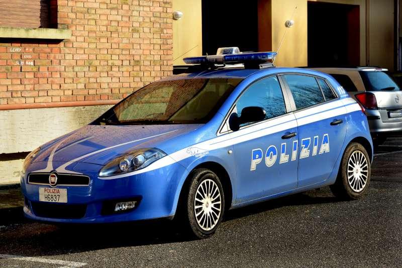 Torino, pedone investito dalla polizia