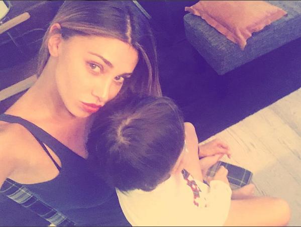 Belen Rodriguez su Instagram riceve il conforto dei fan