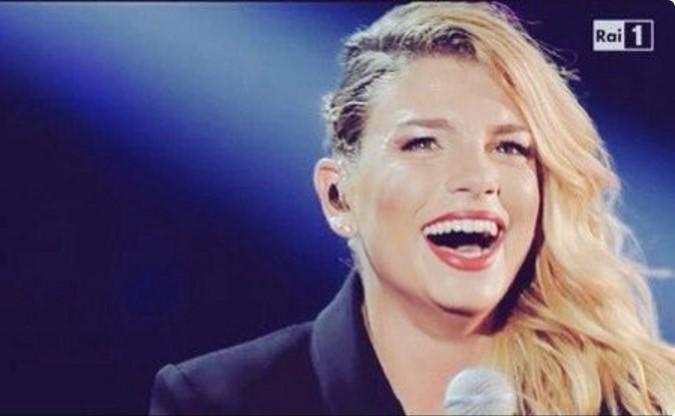 Emma Marrone raggiante in tv: felice per la separazione di Stefano?