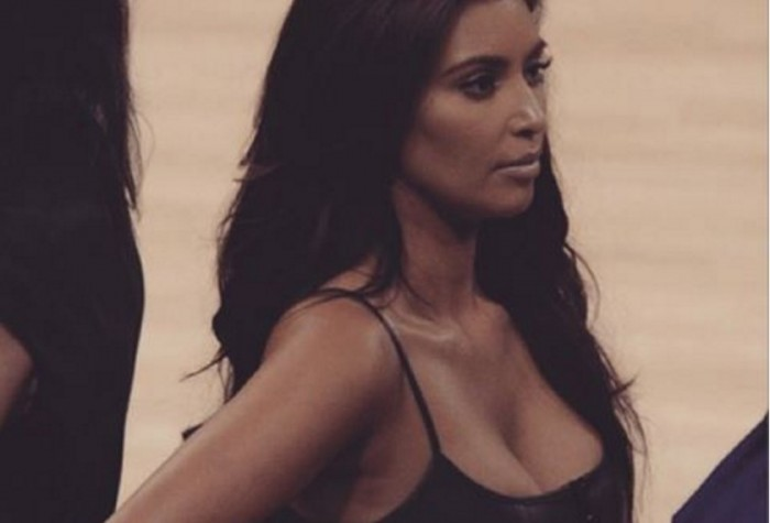 Kim Kardashian prende la sua placenta in pillole dopo il parto
