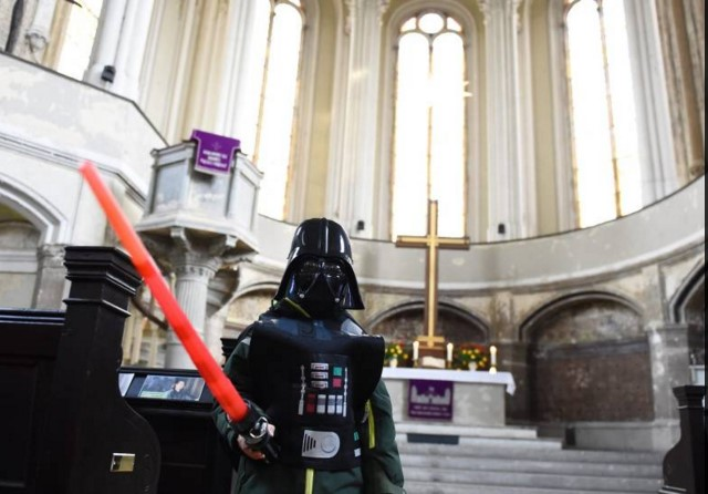 Star Wars: a Berlino viene celebrata la prima messa a tema