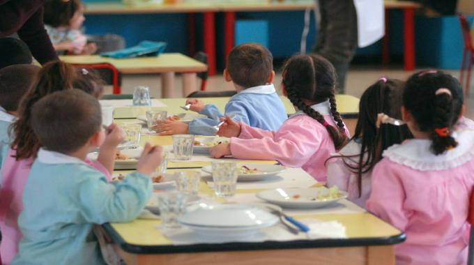 Torino, mensa scolastica ex dipendente licenziata