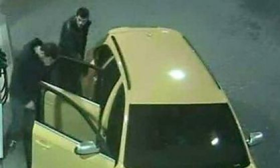 Audi gialla ritrovata bruciata nel trevigiano, banditi in fuga