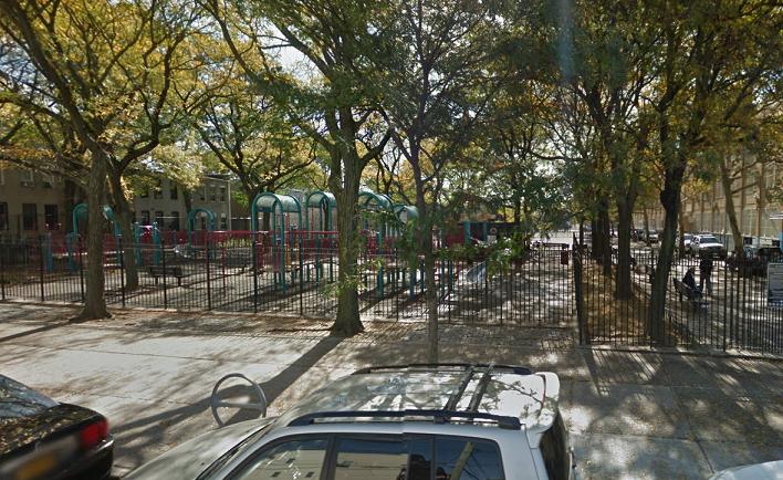 New York, gang di minorenni abusa di una 18 davanti al padre