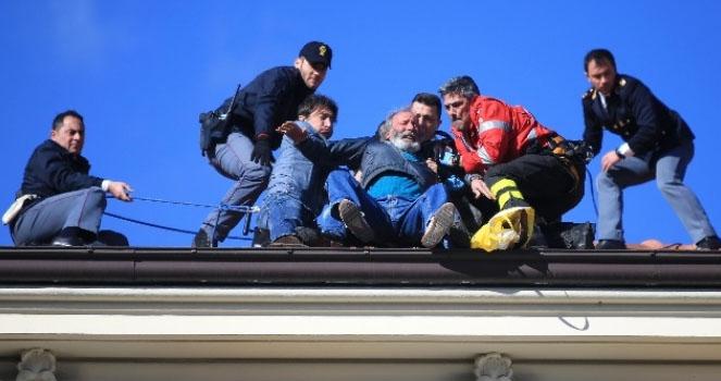 Sanremo 2016, Carmine Garofalo butta giù dal tetto