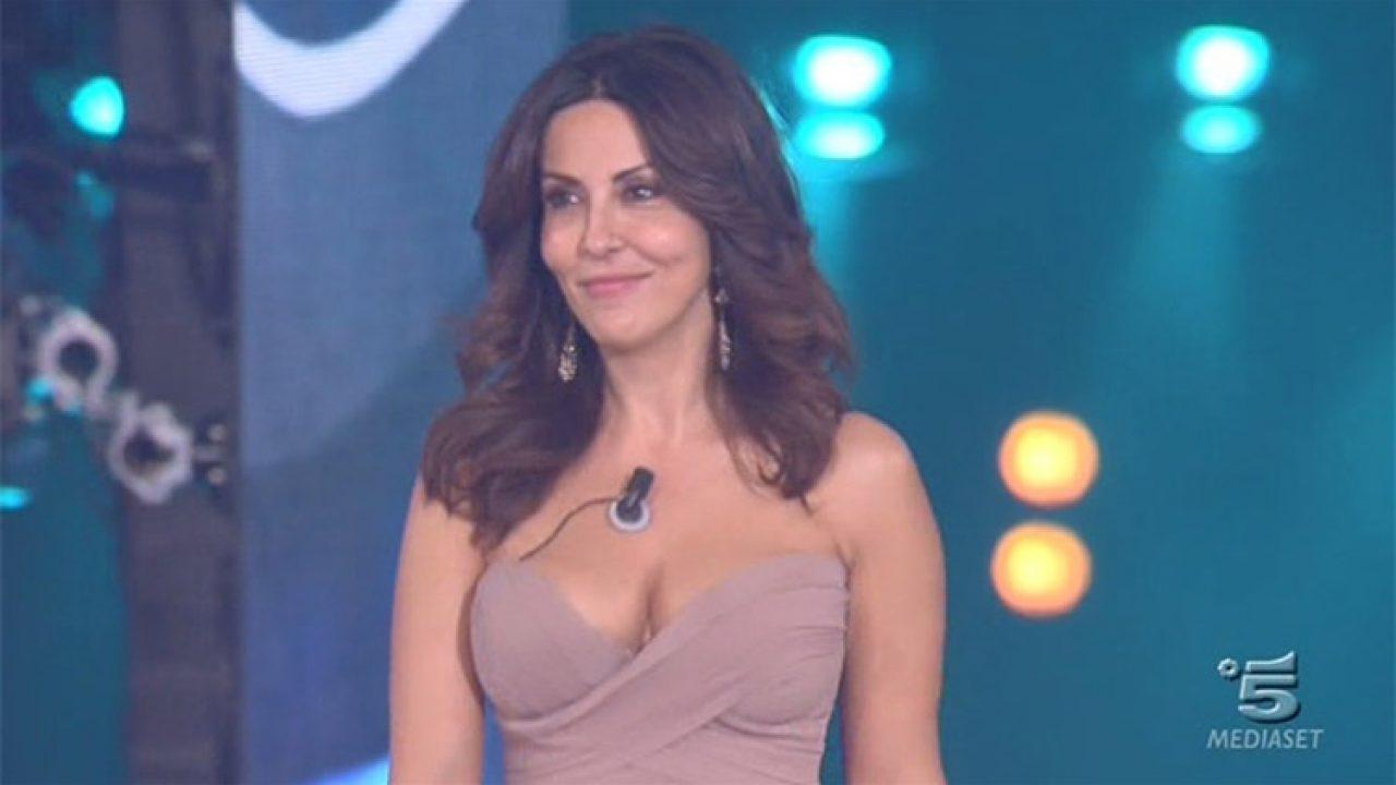 Sabrina Ferilli Calendario.Sabrina Ferilli Il Sexy Calendario E Le Foto Hot Che Non