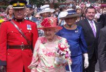 Regina Elisabetta e Brexit: lascia reggenza a Carlo