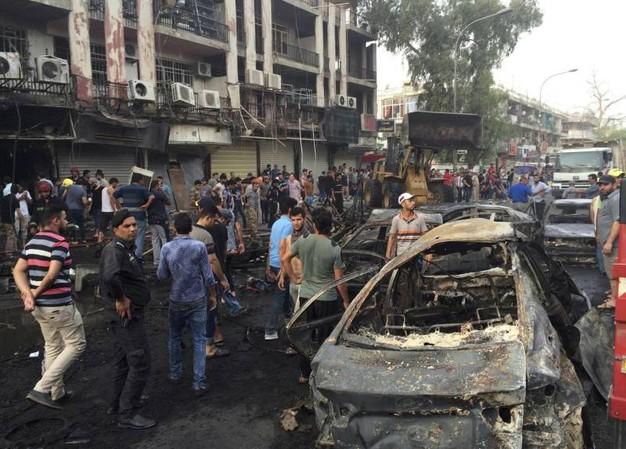 Attentato a Baghdad: un quartiere raso al suolo.