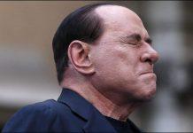 Silvio Berlusconi si è rotto le dita della mano