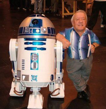 Kenny baker è morto: era l'attore del robot in Guerre Stellari