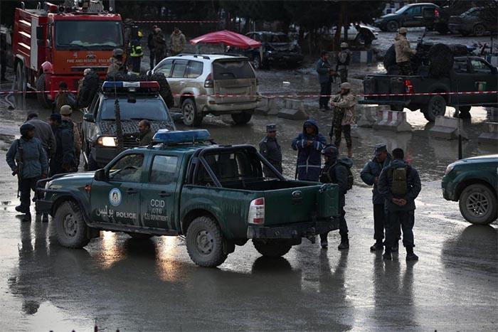 Afghanistan, kamikaze contro moschea e agenzia di stampa: 40 morti