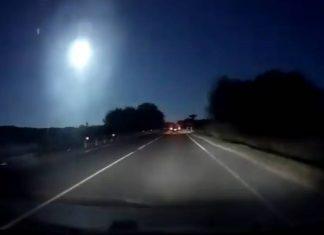 Meteorite Sardegna | 0,1 chilotone si frantuma in mare aperto